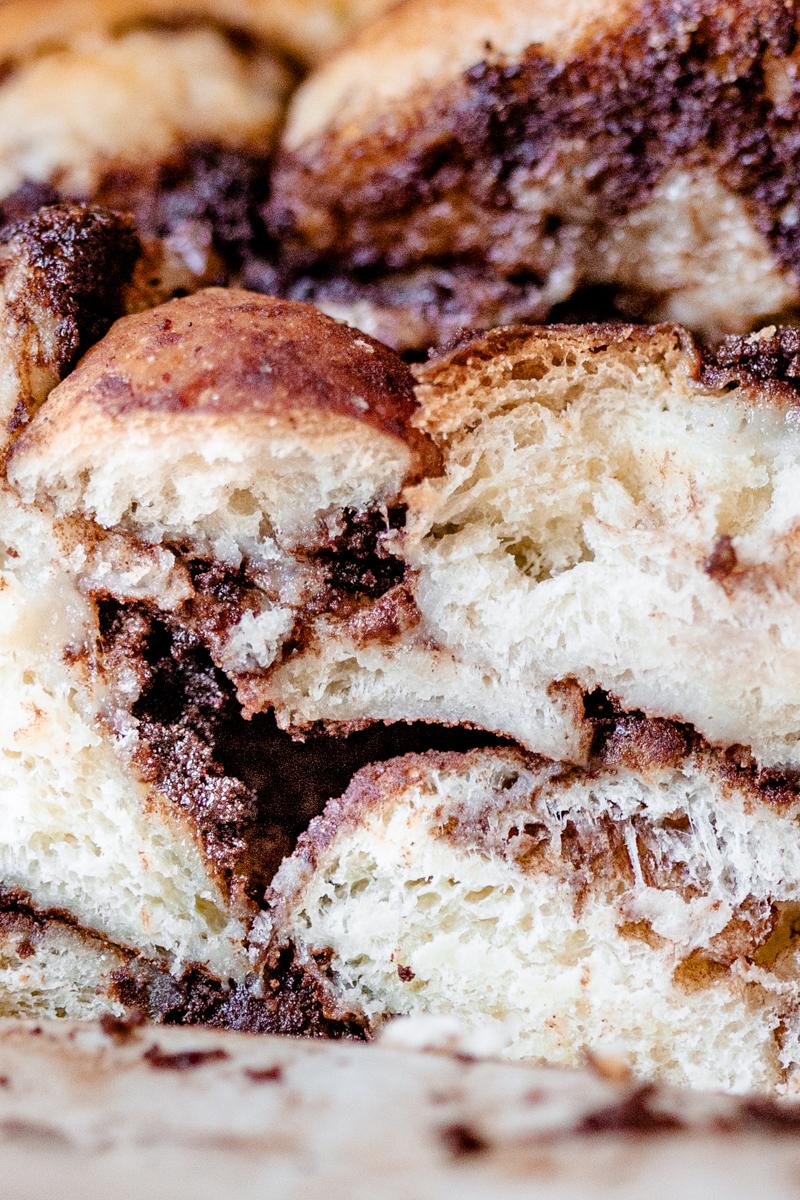Babka cinnamon & cardamome, au beurre noisette