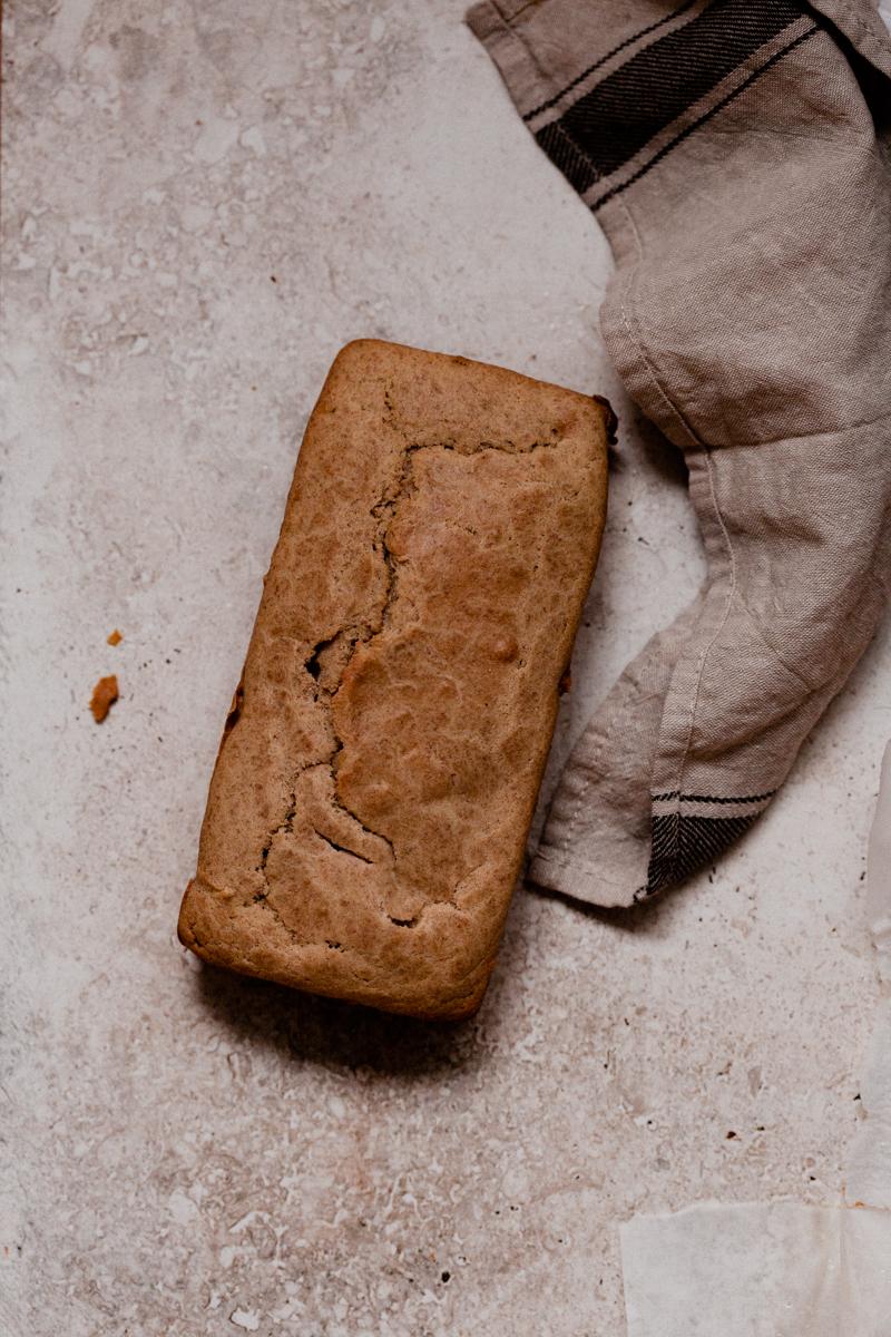 Cake au thé sans sucre et très moelleux.