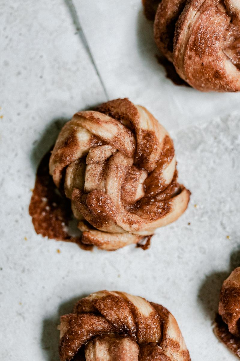 Cinnamon rolls moelleux et croustillants  - recette gourmande et facile