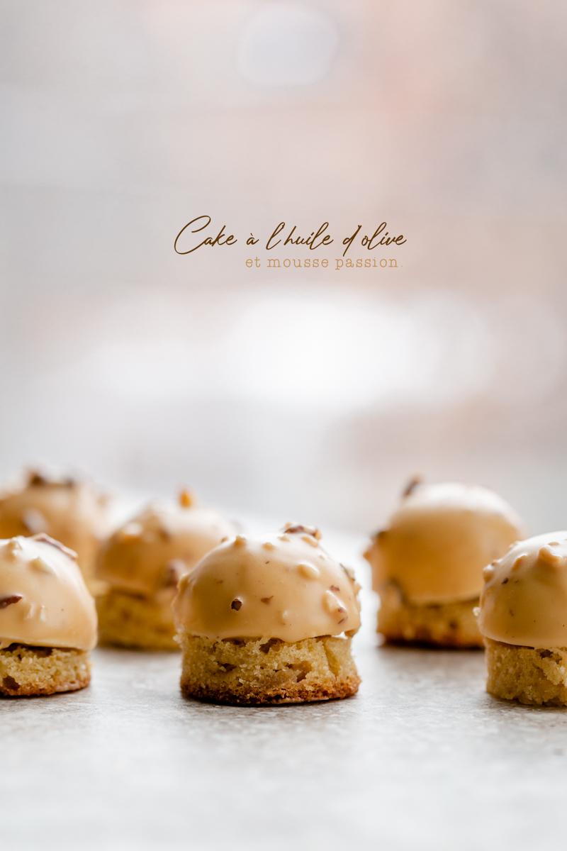 Cake à l'huile d'olive et passion dulcey Valrhona avec glaçage passion et noisettes torréfiées. Cake huile d'olive, zestes orange et fleur d'oranger