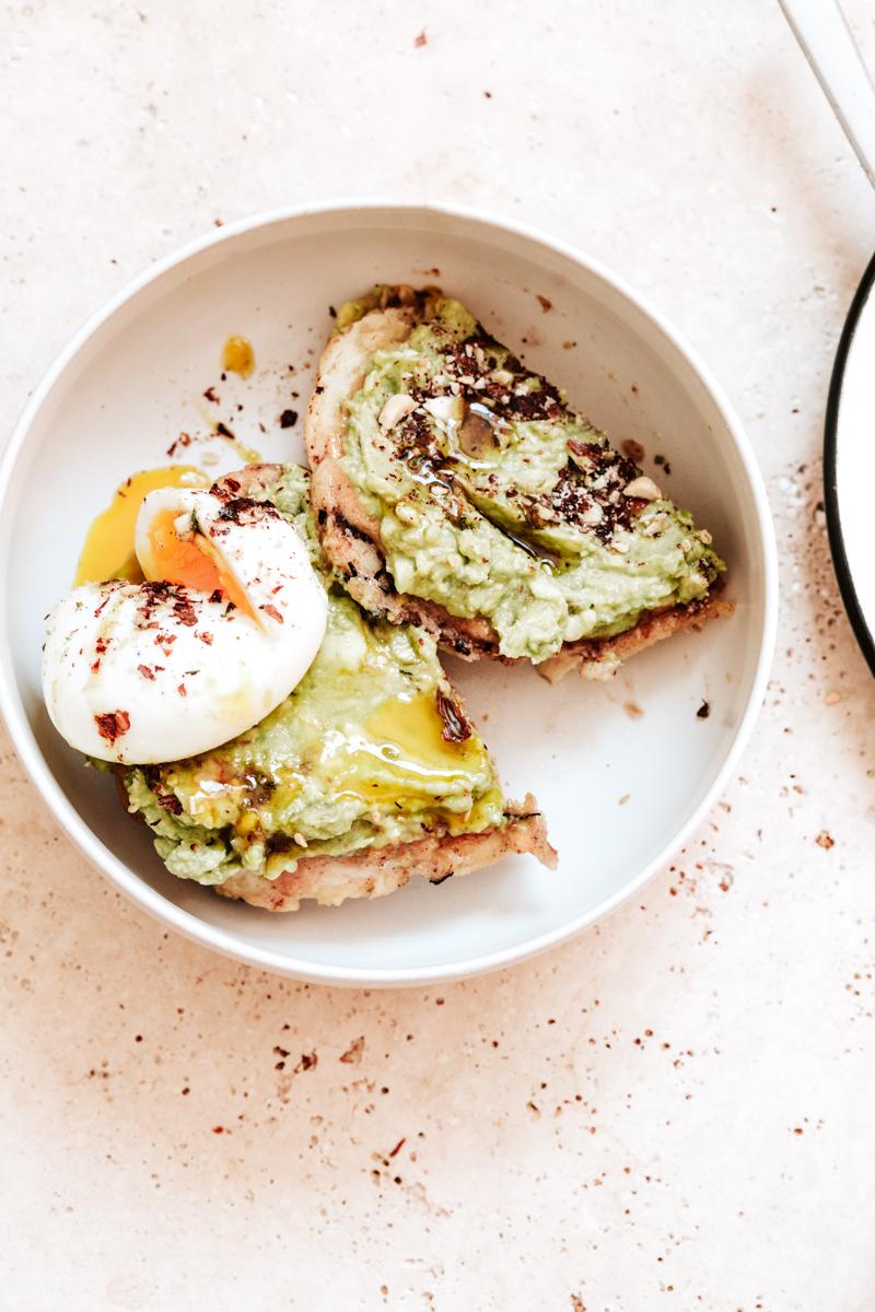 Une Brioche perdue avocat praliné, et une brioche perdue carottes tahini - toutes les étapes pour réaliser une bonne brioche perdue, pour le petit déjeuner ou déjeuner !