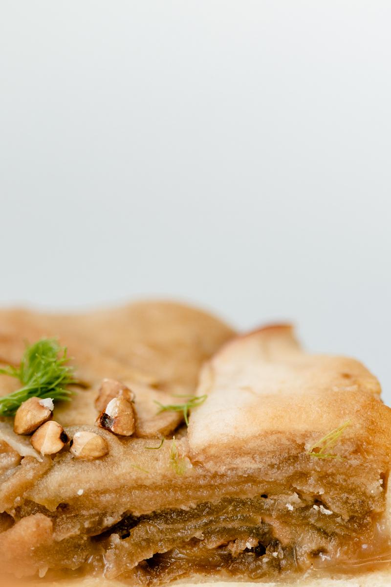 Tartelettes gourmandes pommes caramel salé mi bretonnes mi québecoises, avec du sarrasin, du caramel salé, des pommes caramélisées et des noix de pécan !