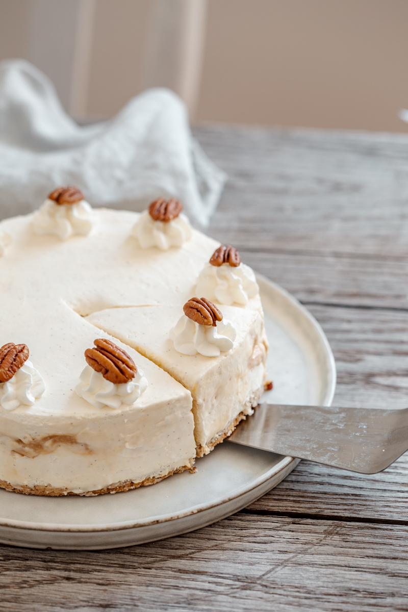 Cheesecake vanille pécan caramel, appareil à cheesecake sans cuisson, biscuit pécan, caramel pécan et biscuit cuillère imbibé d'un sirop vanille